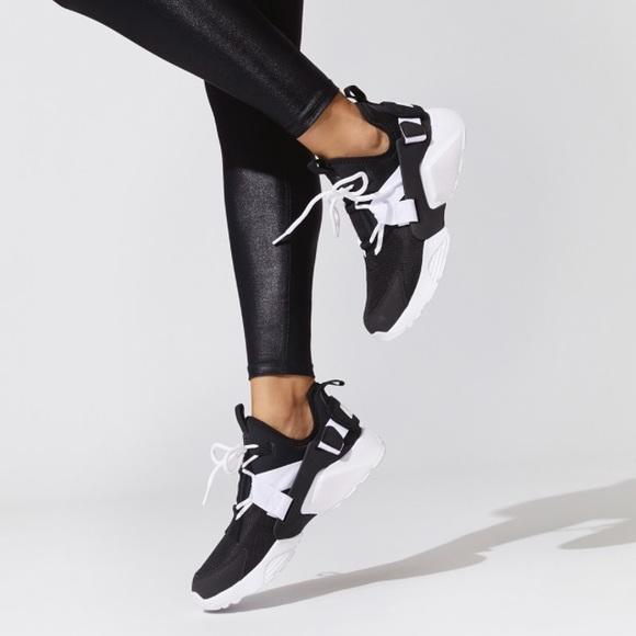 newest 34eb3 428ad NWT Nike Air Huarache City Low